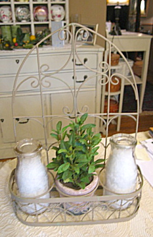 Pint Milk Bottles w/Display Shelf (Image1)