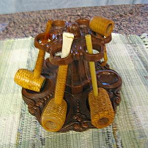 Vintage Pipe Rack & Pipes (Image1)