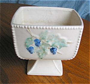 Vintage McCoy Antique Curio Vase (Image1)