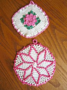 Retro Pink Crocheted Potholders (Image1)