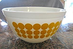 Pyrex Dots Bowl (Image1)