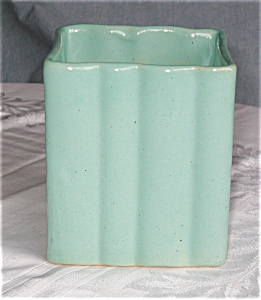 Zanesville Stoneware Pillow Vase (Image1)