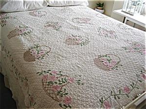Vintage Embroidered Applique Quilt (Image1)