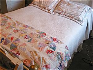 Vintage Hand Stitched Pattern Quilt (Image1)