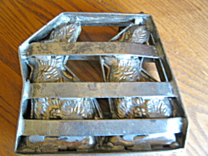 Vintage Chocolate Mold Large Bunnies (Image1)
