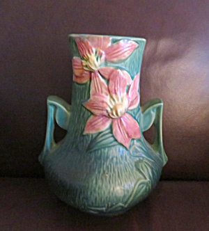 Roseville Clematis Vase (Image1)
