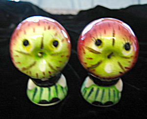 Vintage Apple Head Shakers (Image1)