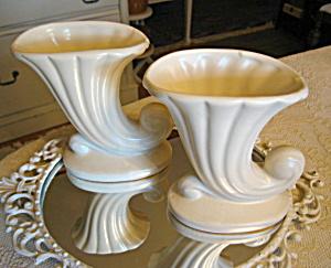 Shawnee Pottery Cornocopia Vase Pair (Image1)