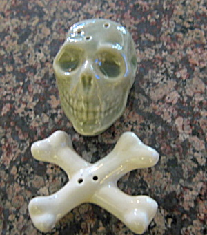 Skull & Bones Shakers  (Image1)