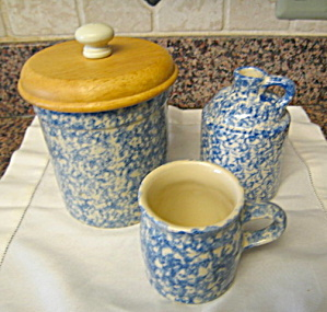 Friendship Pottery Blue Spongeware (Image1)