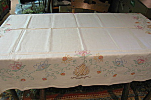 Vintage Linen Embroidered Tablecloth (Image1)