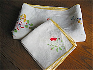 Vintage Linen Tablecloth and Napkins (Image1)