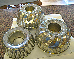 Vintage Collectible Tin Molds (Image1)