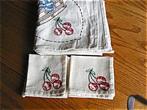 Vintage Embroidered Tablecloth and Napkins (Image1)