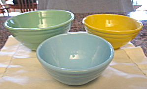 Vintage Pottery Mixing Bowl Set (Image1)