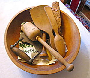 Primitive Kitchen Bowl W/woodware