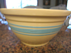 Watt Pottery Large Bowl (Image1)