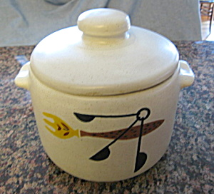 Vintage West Bend Bean Pot (Image1)