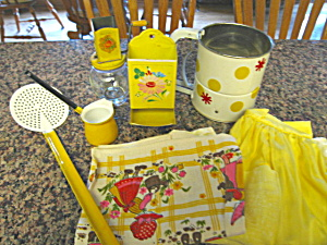 Vintage Kitchen Collectibles Yellow (Image1)