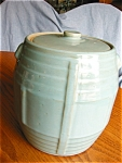 Click here to enlarge image and see more about item cookie804171: Stoneware Vintage Cookie Jar