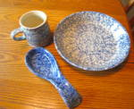 Click here to enlarge image and see more about item fppotteryware0115: Friendship Pottery Blue Spongeware