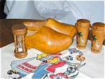 Click here to enlarge image and see more about item kshoe120261: Vintage Kitchen Collectibles