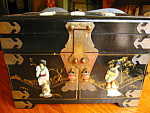 Click here to enlarge image and see more about item lacquer60806: Large Vintage Oriental Jewelry Chest