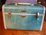 Click here to enlarge image and see more about item luggage90525: Vintage Samsonite Train Case