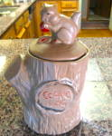 Click to view larger image of McCoy Squirrel Cookie Jar (Image1)