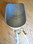 Click here to enlarge image and see more about item scoop110406: Large Vintage Scoop