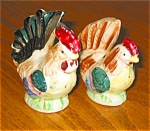 Click here to enlarge image and see more about item sp03031: Vintage Pair of Rooster Shakers