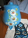 Click here to enlarge image and see more about item uhl20701: UHL Cookie Jar w/Linen