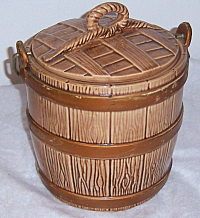 Vintage McCOY Pottery Oaken Bucket Cookie Jar 1960's (Image1)