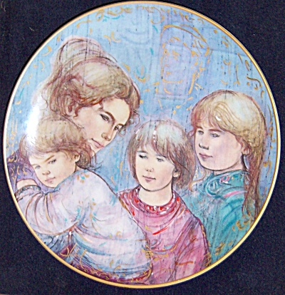 Edna Hibel Plate First Edition LEAH'S FAMILY Matted  (Image1)