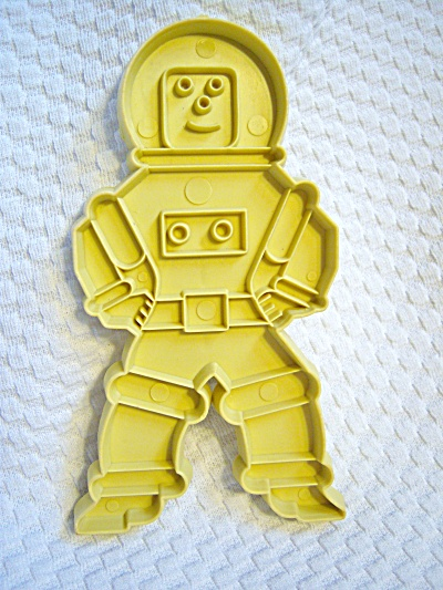 Vintage Stanley Home ASTRONAUT Cookie Cutter SPACE MAN (Image1)