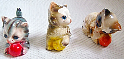 LOT 3 VINTAGE Kittens With Balls Of Yarn JAPAN Figurine (Image1)