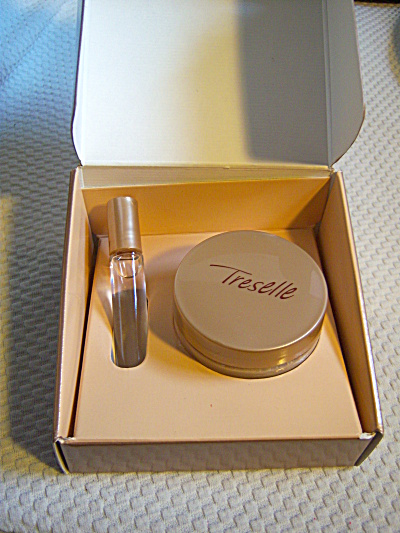 Boxed  SET Avon TRESELLE Perfume Rollette, Body Souffle (Image1)