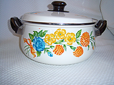 Never Used ENAMEL Enamelware Covered Casserole Floral ~ (Image1)