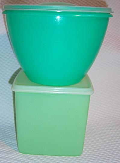 Vintage TUPPERWARE Pastel Lettuce Keeper - EAGLE Green  (Image1)