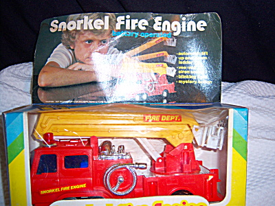 VINTAGE  COLLECTIBLE  SNORKEL FIRE ENGINE  1970s  (Image1)