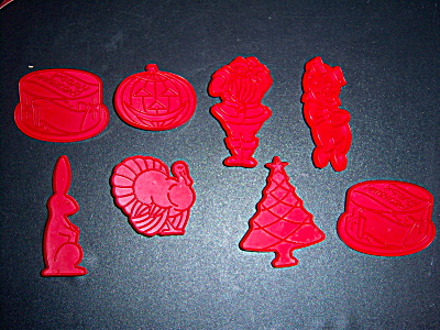 EIGHT Vintage TUPPERWARE + RED Cookie Cutters w/ Handle (Image1)