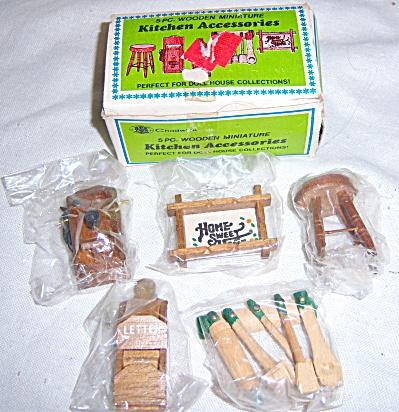 NEW NRFB Vintage Chadwick 5Pc Dollhouse Miniatures Wood (Image1)