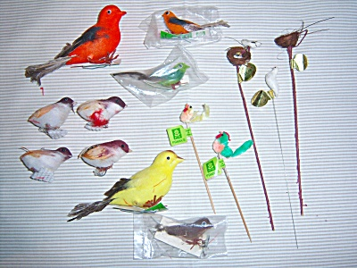 RARE VINTAGE CHENILLE ~ Flocked BIRDS MILLINERY FEATHER (Image1)