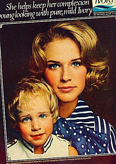 1970 IVORY SOAP Scavullo Mrs Douglas Gian & D (Image1)
