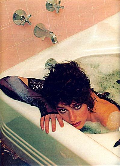 1983 -  DEBRA WINGER story (Image1)
