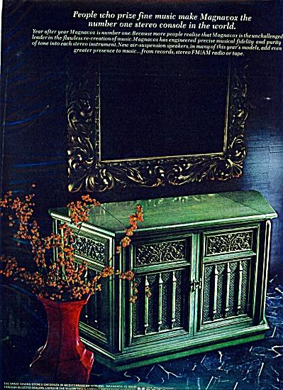 1969 - Magnavox stereo console ad (Image1)