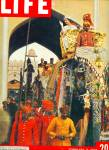 Click here to enlarge image and see more about item Z8417: 1961- Queen Elizabeth II Visits India story