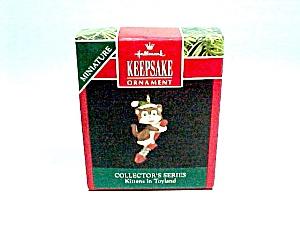 1992 Hallmark Christmas Tree Ornament Miniature Kitten in Toyland 5th (Image1)