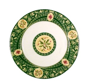Georges Briard Victorian Christmas Plate with Holly Holiday (Image1)