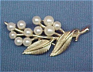 Trifari Goldtone Faux Pearl Floral Pin Brooch (Image1)